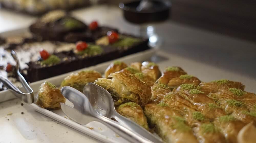 120 Çeşit Açık Büfe Kahvaltı Seçeneğiyle Lüks Pastanesi